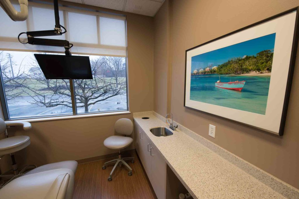 Seater and monitor in dental room